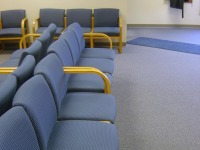 Recepcionista de posto de saúde que sofria ofensas de pacientes será indenizada
