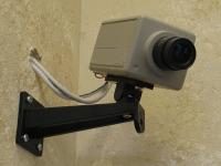 Empresa de bebidas é condenada por instalar câmeras de segurança nos banheiros dos empregados