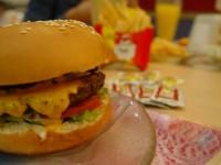 """Justiça do Trabalho diz que lanche de """"fast food"""" não substitui pagamento de tíquete alimentação"""